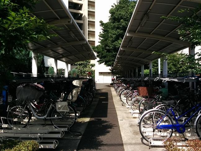 きれいに片付いた自転車置き場